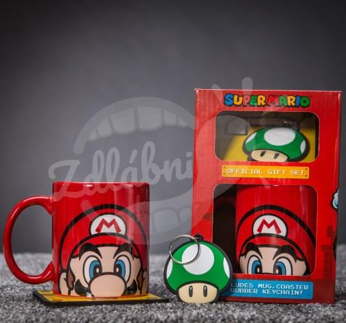 Sada s hrnkem, podtáckem a klíčenou Super Mario