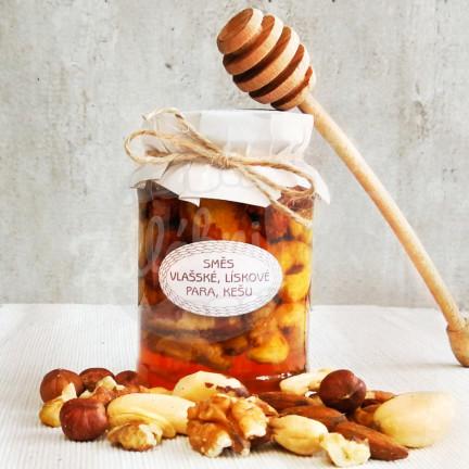 Medová pochoutka se směsí ořechů