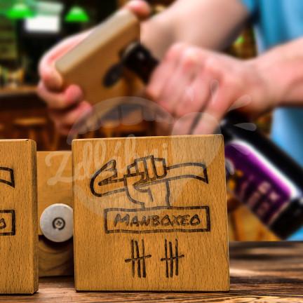 Dřevěný podtácek Manboxeo s otvírákem